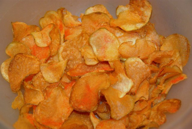 perfect homemade potato chips crisps with ketchup flavor