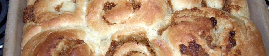 paska rolls in baking dish